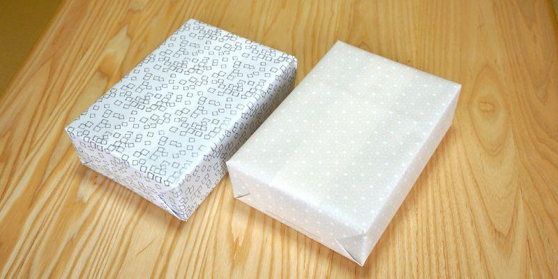 あさのは柄の包装紙と紙吹雪柄の弔事用包装紙に包まれた熊野水もうでの写真